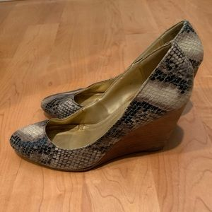 Kenneth Cole Reaction Shoes - Kenneth Cole reaction snakeskin wedge heel